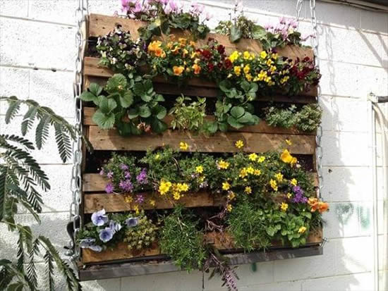 Faça um jardim vertical com pallets