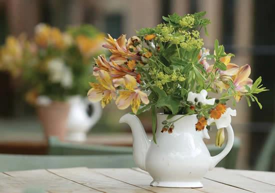 Lindas decorações com arranjos de flores - Dia das Mães