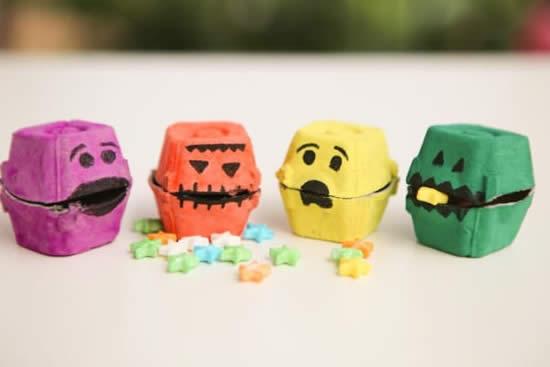 Personagens com reciclagem de caixas de ovos para Halloween